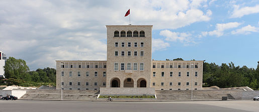 Tirana,_palazzo_dell'università_04